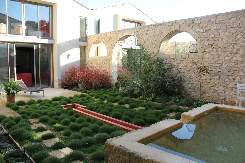 aménagement de la cour intérieure dans le style patio andalou
